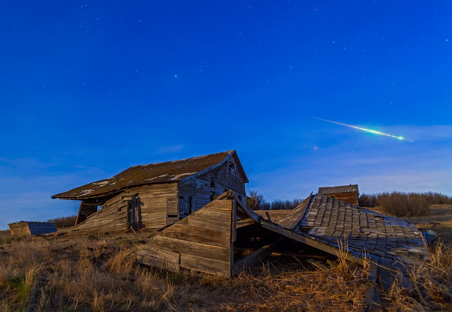 ADY200032S © Stocktrek Images, Inc. A bright bolide meteor breaking up as it enters the atmosphere.