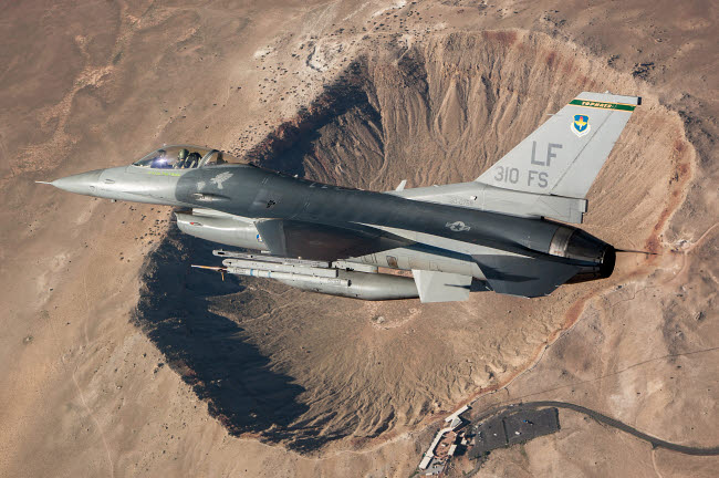 ERK100020M © Stocktrek Images, Inc. F-16C Fighting Falcon flying above Arizona's Meteor Crater.