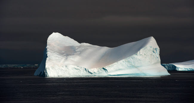 SJN400653U © Stocktrek Images, Inc. Icebergs in the Antarctic Sound.