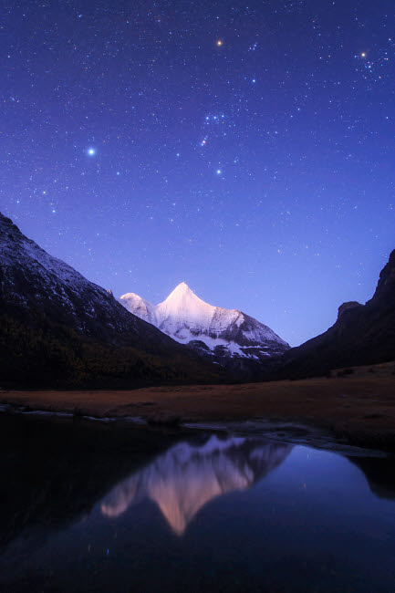 JFD200012S © Stocktrek Images, Inc. Starry sky at the break of dawn over Mt. Jampayang in China.