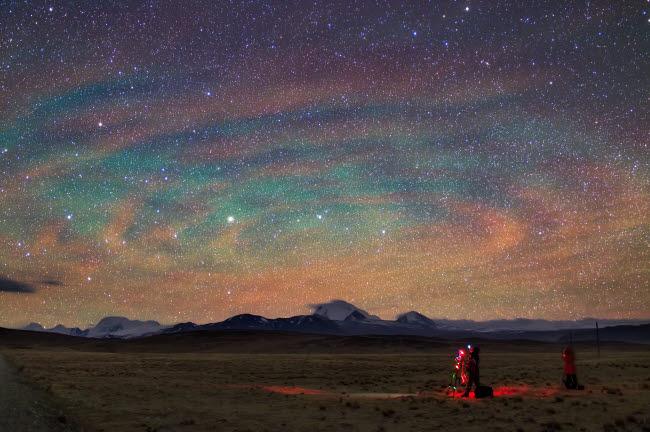 JFD200014S © Stocktrek Images, Inc. Colorful atmospheric gravity waves called airglow over Tibet.