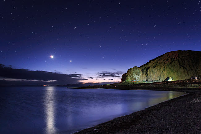 JFD200059S © Stocktrek Images, Inc. Venus and Jupiter dance in the evening twilight over Lake Namtso, Tibet, China.