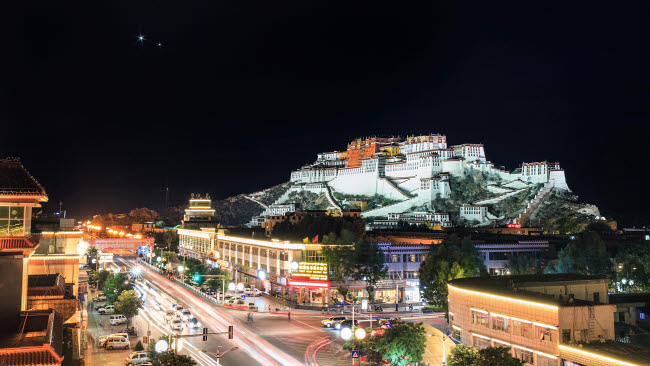 JFD200060S © Stocktrek Images, Inc. Conjunction of Venus and Jupiter above Potala Palace in Lhasa, Tibet, China.
